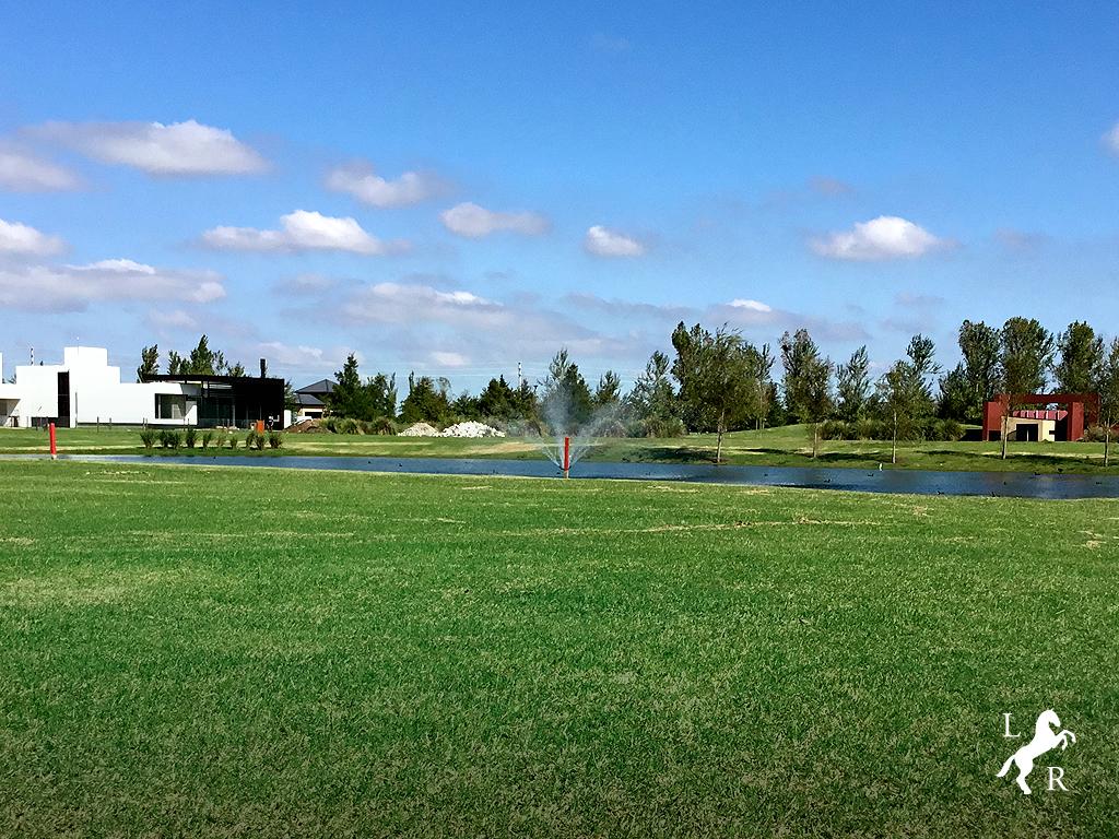 Instalación de bombas de agua en lagos.